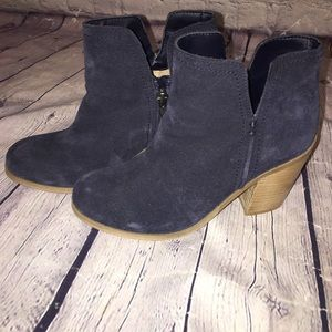 EUC Kenneth Cole Reaction Navy Suede Bootie